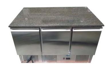 Mesón Refrigerado Cubierta de Mármol 3 Puertas de Metal 1370 cms. 380 lts.